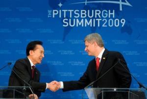 Kanada peaminister Stephen Harper ja Lõuna-Korea president  Lee Myung-bak teatamas G20 järgmistest kohtumistest.  Foto: Deb Ransom, Peaministri Kantselei - pics/2009/10/25435_1_t.jpg