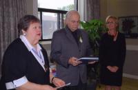 EKKT president Mai Vomm-Järve, näituse avatseremoonia juht ja kõneleja Andres Raudsepp ning EKKT asepresident Elva Palo.  Foto: I. Lillevars - pics/2009/10/25451_1_t.jpg