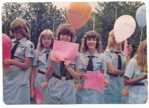 Põhjala Tütred Kotkajärvel aastal 1977. Keskel (vas.) Riina Kaunismaa ja Pia  Kiilaspea.    Foto: erakogust - pics/2009/10/25780_1_t.jpg