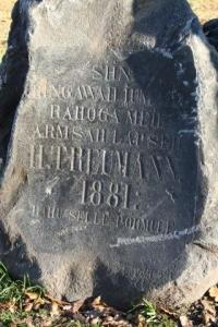 Ainus terve hauakivi kalmistupargi alal. - pics/2009/11/25866_4_t.jpg