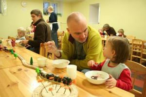 In Estonia (as well as Finland, Sweden, Norway and Iceland) Father's Day is celebrated on the second Sunday in November. For that occasion, the children of Kopli Kindergarten in Tallinn invited their fathers to a hearty oatmeal breakfast. From the left are Joonas, Madis, Lauri and Tuule.  Photo: Riina Kindlam  - pics/2009/11/25995_1_t.jpg