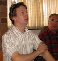 Hendrik Nõmmik juhendab ajuraju. Tema kõrval Martin Pede.  Foto: E. Purje     - pics/2009/11/26000_2_t.jpg