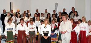 Euroopa Eestlaste Koor kontserdil. Ees paremal dirigent Lauri Breede. - pics/2009/11/26112_1_t.jpg