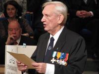 Fotol Soome Sõjaveteranide Eesti Ühenduse esimees prof. Uno Järvela.  - pics/2009/12/26344_2_t.jpg
