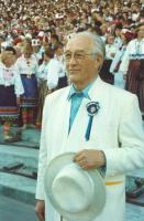 Roman Toi Tallinnas  1990. a. üldlaulupeo dirigendina.  Foto: www.eestikirik.ee    - pics/2009/12/26429_1_t.jpg