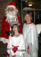 Õp. Tauno Teder (jõuluvana), dr. Talvi Maimets ja Natalie Jenkins.  Foto: T. Roiser - pics/2009/12/26513_2_t.jpg