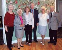 Lõuna-Florida Eestlaste Koondise juhatus (vas.): Maire Riisma, Hilda Kaepa,Evi Kallas, uus esimees Arno Kallas, Helvi Inno ja abiesimees Osvald Riisma.       - pics/2009/12/26514_1_t.jpg