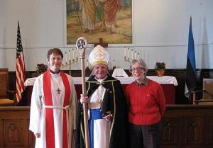 Chicago Esimese Koguduse kirikus: (vasakult) Nelli Vahter, Andres Taul ja koguduse organist June Berveiler. Foto: N.Vahter - pics/2009/12/26535_1_t.jpg