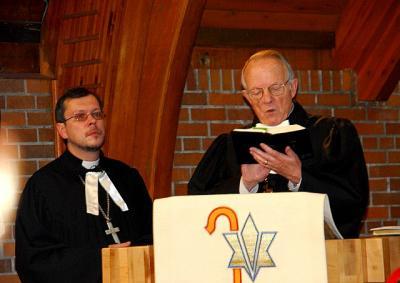 Peapiiskop Andres Taul ja õp. Tauno Teder - pics/2009/12/26609_5_t.jpg