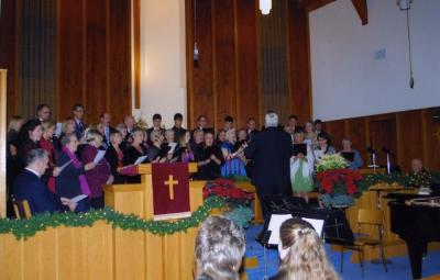 Laulab ühiskoor Ch. Kipperi juhatusel.     - pics/2009/12/26686_2_t.jpg