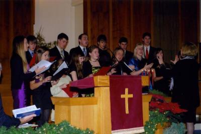 TEBK noortekoor laulmas jõuluõhtu jumalateenistusel M. Wilbiksi juhatusel.  Foto: I. Lillevars     - pics/2009/12/26686_3_t.jpg