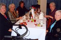 Vana-aasta õhtu peolisi. Vas. Endla Meriorg, Asta Umb, Aino  Müllerbeck, Elna Libe, Laine McColl. Foto: V. Libe - pics/2010/01/26893_2_t.jpg