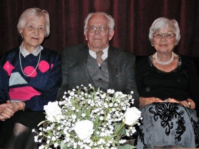 Soomeposite aastapeakoosoleku järel. Vas. Ellen Oja, Hannes Oja ja Ene Tamm. Foto: Ylo-Mark Saar. - pics/2010/01/26943_1_t.jpg