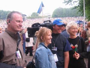 Vas. filmitegijad Jim ja Maureen Tusty. Par. Mari-Ann Kelam.  - pics/2010/01/27048_1_t.jpg