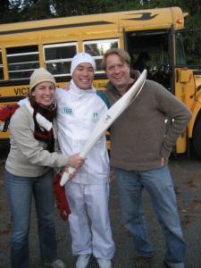 Krista, kaastööline Ben Yip ja abikaasa Ivo Salmre Vancouveri saarel oktoobris, kust algas 106 päeva kestev taliolümpia tõrviku teatejooks. - pics/2010/02/27191_5_t.jpg
