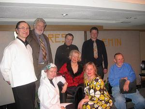 Järjekordne edukas Ilutuli luuleõhtu on saanud ajalooks. Vas. seismas trupi liikmed Raivo Männama, Laas Leivat, Aarne H. Vahtra ja Veikko Kalep. Ees istumas vas. Merli Tamtik, Urve Karuks, Tiina Maripuu ja Eerik Purje. Foto:  E. Oja     - pics/2010/02/27274_2_t.jpg