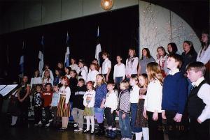 Esineb algkooli koor. Foto: EE   - pics/2010/02/27334_1_t.jpg