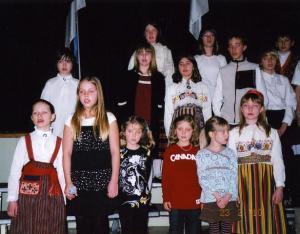"""Mette Männama ja Kariina Järve esinesid solistidena R. Eespere laulu  """"Ärkamise aeg"""" esitamisel. Foto: EE   - pics/2010/02/27334_6_t.jpg"""