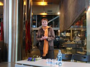 Lagle Parek tutvustamas 22. veebruaril Okupatsioonide muuseumis oma mälestuste raamatut.   Foto: M.-A. Kelam    - pics/2010/03/27427_5_t.jpg