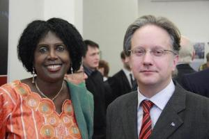Mali suursaadik Fatoumata Siré Diakite ja Québeci delegatsiooni juht Serge Vaillancourt. Foto: A. & W. Siebert  - pics/2010/03/27430_2_t.jpg