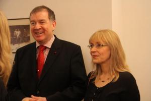 EV suursaadik dr. Mart Laanemäe ja pr. Nele Laanemäe vestlemas külalistega. Foto: A. & W. Siebert - pics/2010/03/27430_4_t.jpg
