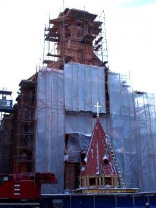 Peterburi Jaani kiriku tornikiiver jõudis 7. märtsil oma kohale. Foto:  EPL/Eesti Selts Peterburis - pics/2010/03/27638_1_t.jpg