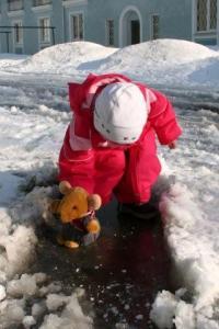 23. märtsil uisutas hiir oma Arktikale sarnanevas koduhoovis Pelgurannas. - pics/2010/04/27740_4_t.jpg
