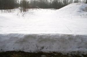 27. märts: lumekiht Aseri tellisevabriku territooriumil, Ida-Virumaal. - pics/2010/04/27740_6_t.jpg