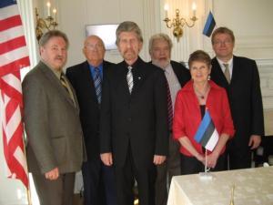 Kanada eestlaste esindusdelegatsioon ÜEKNi täiskogul Eesti Suursaatkonnas Washingtonis. Vas.: Avo Kittask (EKN), Veljo Areng (ÜEKNi laekur ja Kanada delegaat), Jaak Juhansoo (ÜEKNi esimees ja Kanada delegaat), Laas Leivat (EKN), Ellen Leivat (EKN) ja Markus Hess (EKN).       - pics/2010/04/27813_1_t.jpg