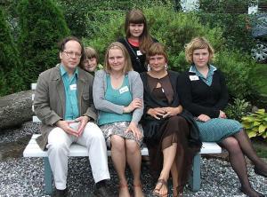 Unduskite suguvõsa kokkutulekul 2008. a.. Vas.: Jaan, Joosep, Maarja,Liispet, Marion ja Ingel Undusk. Foto: erakogust  - pics/2010/04/27994_1_t.jpg