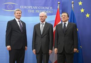 Vas.: Kanada peaminister Stephen Harper, Euroopa Nõukogu president Herman Van Rompuy ja Euroopa Komisjoni president  José Manuel Barroso.   Foto: Jason Ransom, PMO - pics/2010/05/28101_1_t.jpg