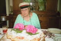 Dr. Olga Ritso Kistler sünnipäevakringliga.   Foto: J. Kitching - pics/2010/06/28500_2_t.jpg