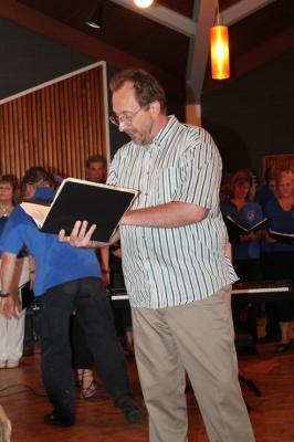 Hamiltoni Eesti Seltsi Koori dirigent Norman Reintamm - pics/2010/06/28733_43_t.jpg