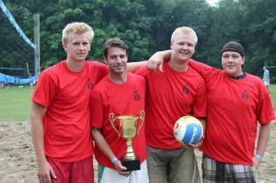 """Võrkpalliturniiri võitis meeskond """"Liivased Pallid"""" - vasakult Aleks Põldma, Tom Graungaard, Markus Põldma ja Paul Lillakas - pics/2010/06/28733_7_t.jpg"""