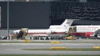 USA lennuk (paremal) Venemaa lennuki kõrval Viini lennujaamas spioonide vahetuse ajal (Reuters/Scanpix) - pics/2010/07/28820_1.jpg