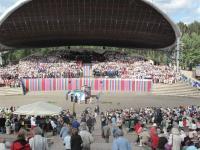 Tuhanded lauljad ja kuulajad nautisid vaimulikul laulupeol  ühtekuuluvust ja ühishingamist. Foto: Eesti Kirik   - pics/2010/07/28855_1_t.jpg