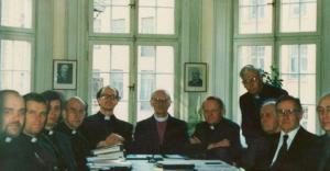 E.E.L.K. ja EELK koostööna valminud  lauluraamatu komisjoni koosolek Stockholmis 1990. Vasakult: praostid Einar Soone, Andres Põder, Joel Luhamets, õp Armand Leimann, praost Jaak Salumäe, peapiiskop Konrad Veem, õp.Andres Taul, assessor Tõnis Nõmmik, prof  Hugo Lepnurm, õp Oskar Gnadenteich ja prof Roman Toi. Foto: arhiiv - pics/2010/07/28860_1_t.jpg