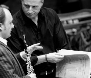 Paavo Järvi harjutamas oma Bremeni orkestriga.  Foto: Jan E. Siebert  - pics/2010/07/29102_1_t.jpg