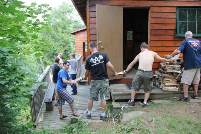 Tänu rohkele abijõule said saunapuud kiiresti kohale - pics/2010/08/29391_19_t.jpg