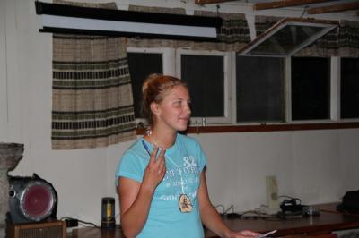 Kathriin Karus tutvustab järgmist loengupidajat - pics/2010/08/29391_4_t.jpg