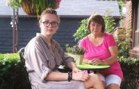 Eneke ja Sandra Toronto koduaias. Foto erakogust     - pics/2010/09/29643_1_t.jpg