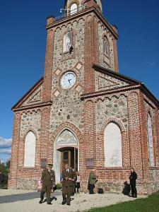 Tori kirik on koht, kus endised sõjamehed saavad mälestada oma langenud võitluskaaslasi ja hukkunute omaksed oma lähedasi. Foto: T. Pikkur  - pics/2010/10/29873_1_t.jpg