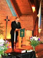 Eestlaste Kesknõukogu Kanadas esimees Avo Kittask Toronto Peetri kirikus musta lindi päeva mälestuskõnet pidamas. Foto: Peeter Põldre  - pics/2010/10/29875_1_t.jpg