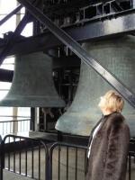 Astrid Bowler kellade juures. Foto erakogust       - pics/2010/10/29952_2_t.jpg