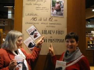 """Authors Hilary Bird, left, and Ulvi Mustmaa, at the launch of """"Sellised nad on… eestlased"""", in Tartu on October 16.  - pics/2010/10/30015_1_t.jpg"""