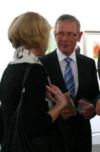 Enn Kunila oma kunstikogu näituse avamisel. - pics/2010/10/30091_16_t.jpg