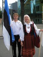 Veiko ja tema ema Asta Lokk Tallinnas 2009.a. üldlaulupeol. Foto erakogust    - pics/2010/11/30165_1_t.jpg