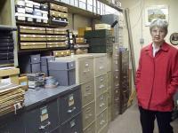 Eesti Arhiivi Ühendriikides juhataja Enda-Mai Michelson-Holland Lakewoodis kogusid tutvustamas.  - pics/2010/11/30183_1_t.jpg