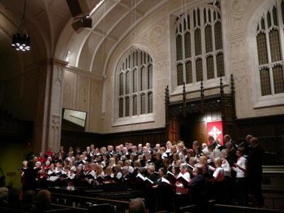 Ühendkooride laul kõlas võimsalt Yorkminsteri Baptistikiriku kõrgete võlvide all.  Foto: A.R.  - pics/2010/12/30508_2_t.jpg
