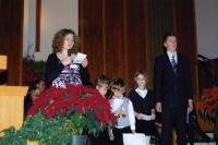 Jõulukontserdil lugesid jõuluevangeeliumi (vas.) Mikaela Boutilier, Jack ja Jonah Hartley, Miriam Piil ning Michael Uusõue. Foto: I. Lillevars  - pics/2010/12/30822_1_t.jpg